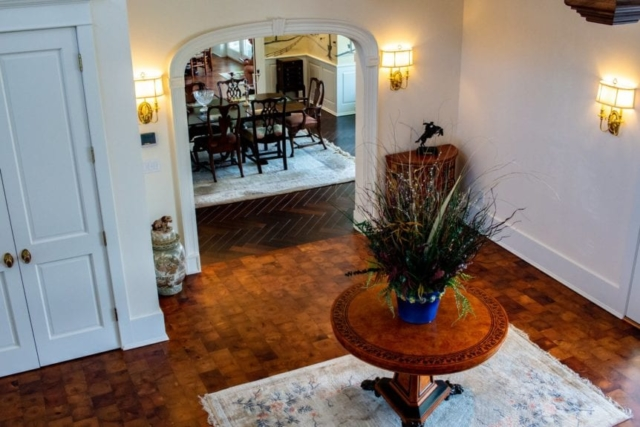 Lobby archway into dining room